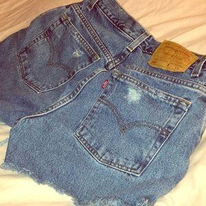 LEVI Cutoff Shorts